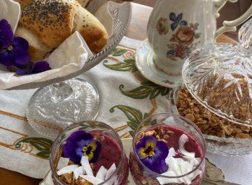 Gifflar och smoothiebowl med bär, frukt och granola featured image